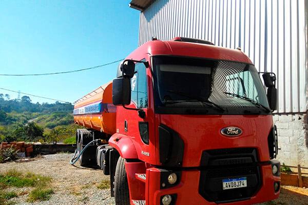 Transporte de Água Potável na Vila Carrão